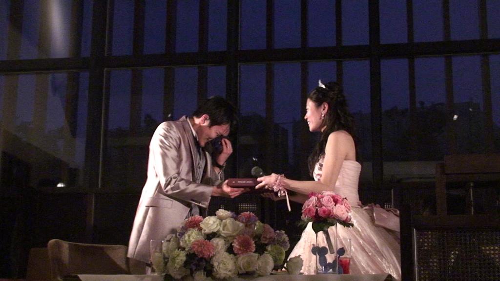 ゲスト騒然!想いを込めたサプライズづくしの結婚式二次会
